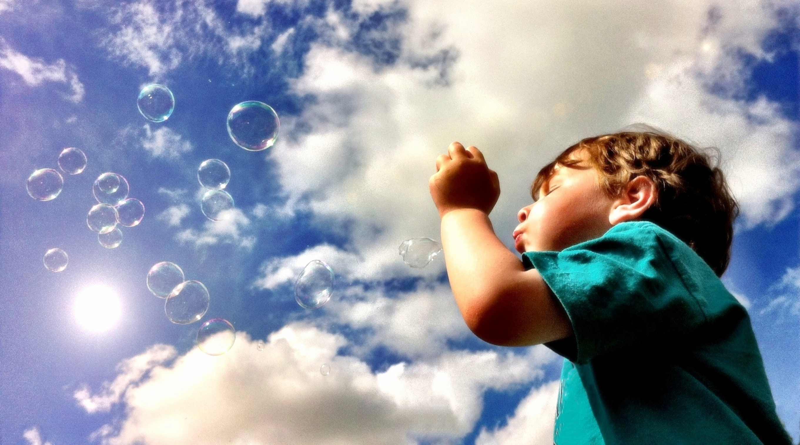 blowing bubbles How to blow a bubble with bubblegum blowing bubbles with bubblegum is a favorite pastime for kids and kids-at-heart alike it can make the act of chewing gum into a.